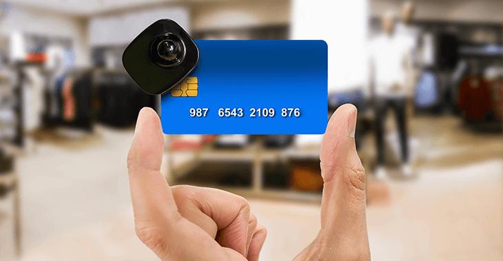 カメラ付きクレジットカード
