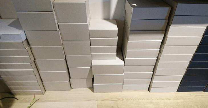 積み重なった箱