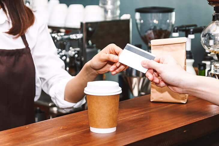 カフェでカード支払い