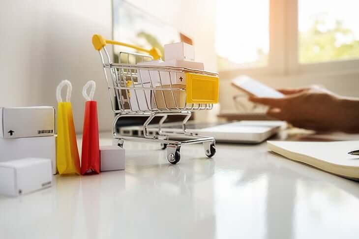 カートの模型と購入品の模型